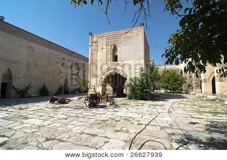 the courtyard of the Sultanhani caravansary with raised central