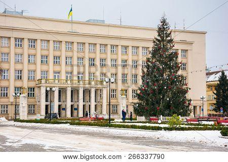 Uzhgorod, Ukraine - Jan 9, 2017: Christmas Tree In The City Center. Lovely Postcard Of Regional Admi