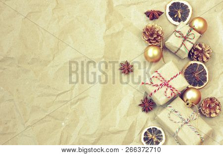 Christmas Vintage Border, Gift Box, Golden Balls, Anise