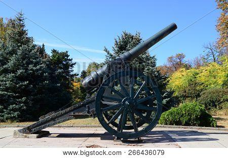 Drobeta Turnu Severin City Romania Monument Of Heroes Landmark Cannon