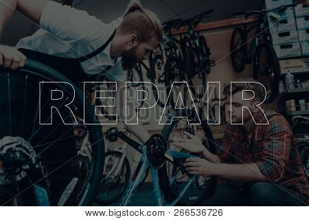 Bicycle Shop. Bicycle Repair. Customer Showing A Bicycle Chain. Chain On Customer Bicycle Is Broken.