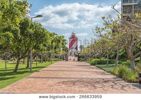 Cape Town, South Africa, August 17, 2018: A Walkway, With The Greenpoint Lighthouse Visible, In The