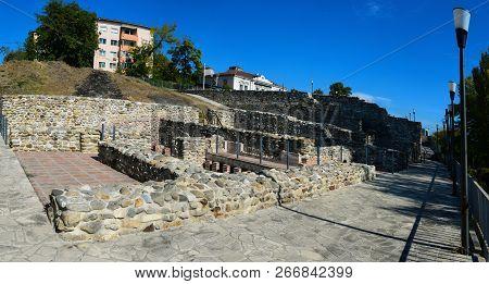Drobeta Turnu Severin City Roman Fort Ruins Architecture Panorama