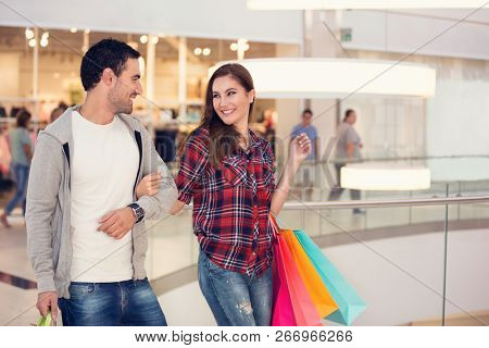 Happy shopping couple in shopping mall