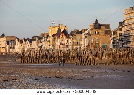 St Malo, France - September 15, 2018: Beach In The Evening Sun And Buildings Along The Seafront Prom