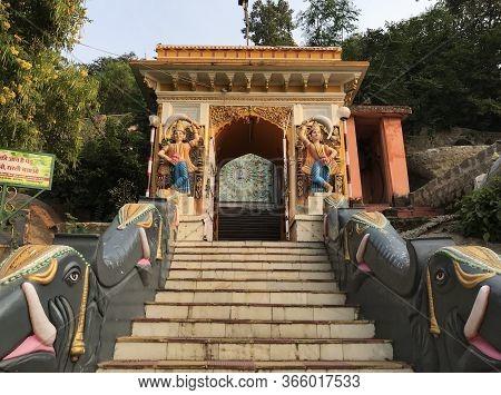 Jabalpur, Madhya Pradesh/india : November 23, 2019 - Statue Of Dwarpal (door Guard Or Watchman) Outs