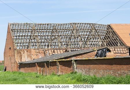 Sint Gillis Waas, Belgium, April 16, 2020, Wooden Roof Construction Of An Old Barn That Is Going To