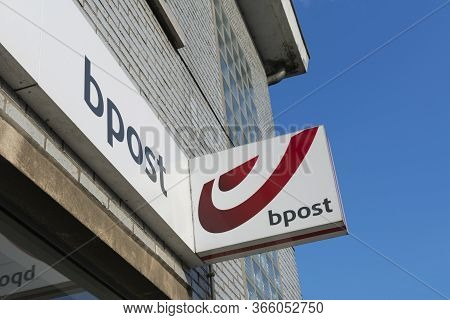 Sint Gillis Waas, Belgium, April 19, 2020. Signboard And Logo Of A Post Office In Belgium From Bpost