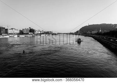Budapest, Hungary - November 25, 2019: View Of Zabeth Bridge Connecting Buda And Pest Along The Danu