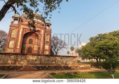 Humayuns Tomb In India, View On The Barbers Tomb