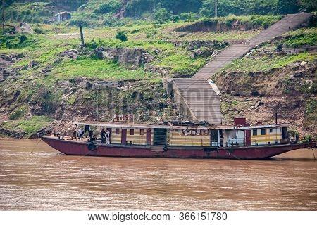 Fengdu, Chongqing, China - May 8, 2010: Yangtze River. Closeup Of Cheap Small Hotel Barge On Brown W