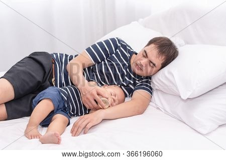 sleeps when son mother daddy Asian it and do