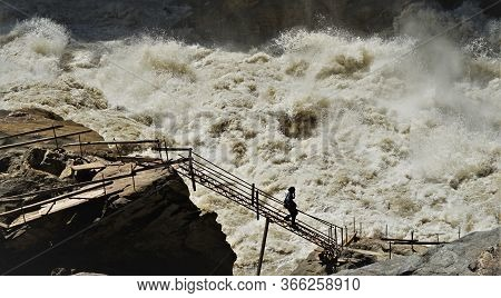 Tiger Leaping Gorge In The Upper Reaches Of The Yangtze River