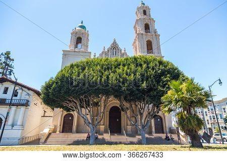 San Francisco, California, Usa- 08 June 2015: Basilica Mission Dolores, Mission San Francisco De Asi