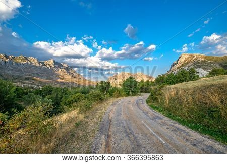 Unexpected Trail, Shabby Mountain Countryside Road, Risk Adventure, Trip, Excursion, Discover New Pl