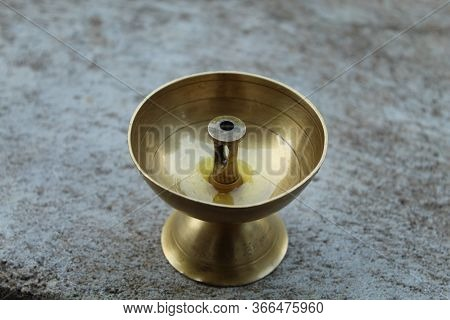 Brass Oil Lamp Is Made Up Of Brass, These Oil Lamps Are A Form Of Lighting, And Were Used As An Alte