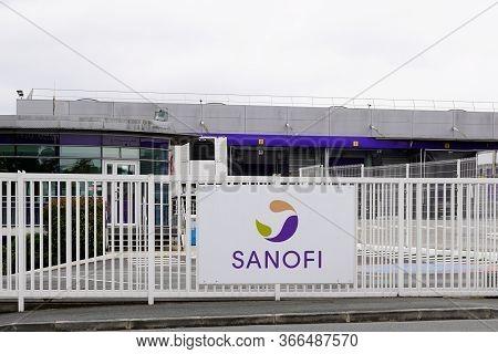 Bordeaux , Aquitaine / France - 05 14 2020 : Sanofi Factory Logo Sign French Brand Vaccines Multinat