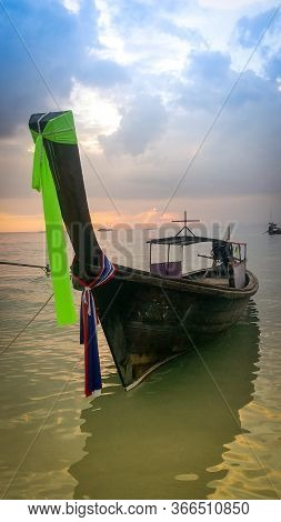 Long Tail Boat In Sunset In Railay Beach In Krabi Province. Ao Nang, Thailland