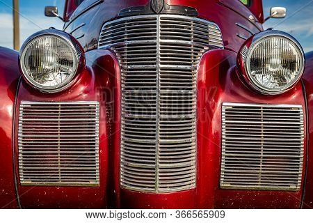 Daytona Beach, Fl / Usa- November 24, 2018: Red 1939 Oldsmobile Series 60 Coupe At The Fall 2018 Day