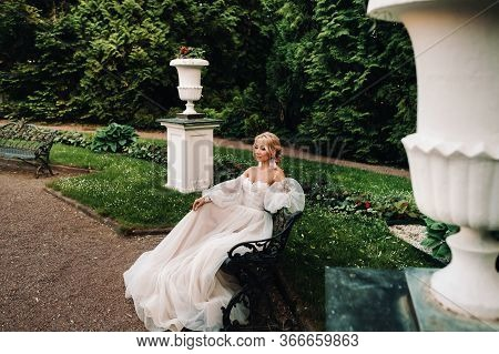 Bride In The Garden, Bride Sitting On A Bench, Bride Gathering, Morning Bride, White Dress, Put On E