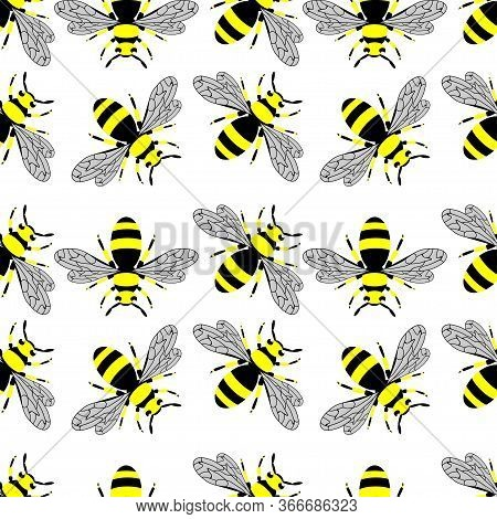 Wasp Pattern. Seamless Vector Pattern With Insects, Symmetrical Background With Wasps In Yellow And