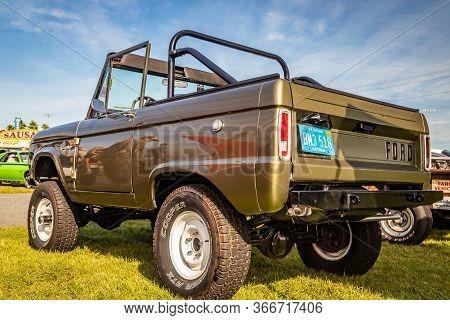 Daytona Beach, Fl / Usa- November 24, 2018: 1967 Ford Bronco 2 Door Wagon At The Fall 2018 Daytona T