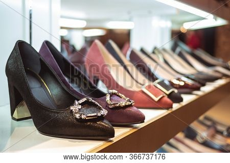 The Row Of Women's Shoes On The Shelf In The Store. Beautiful New Women's Shoes Are On The Shelf In
