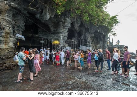 Bali, Indonesia : 16 July 2018 : Many Tourist Waiting In Queue For Take The Blessed Holy Water From