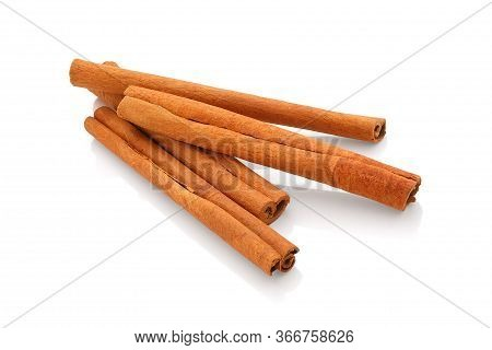 Cinnamon Sticks,cinnamon Sticks Isolated On White Back Ground