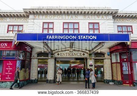London, Uk: Dec 2, 2017: Farringdon Is A London Underground & Connected Main Line National Rail Stat