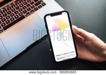 Womans Hand Holding The Iphone X With Apple Card On The Screen. Pays By Apple Card