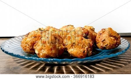 Veg Manchurian Dry - Popular Food Of India Made Of Cauliflower Florets And Other Vegetable, Selectiv