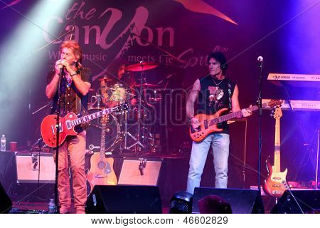 LOS ANGELES - JUN 3:  Peter Beckett, Ronn Moss at the Player Concert celebrating Devin DeVasquez 50th Birthday to benefit Shelter Hope Pet Shop at the Canyon Club on June 3, 2013 in Agoura, CA