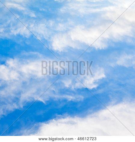 Cloudscape com nuvens Stratus
