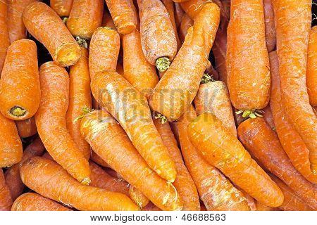 Organic carots in a market stall