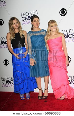 LOS ANGELES - JAN 8:  Kaley Cuoco, Mayim Bialik, Melissa Rauch at the People's Choice Awards 2014 - Press Room at Nokia at LA Live on January 8, 2014 in Los Angeles, CA