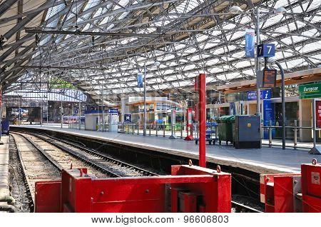 Lime Street Railway Station, Liverpool.