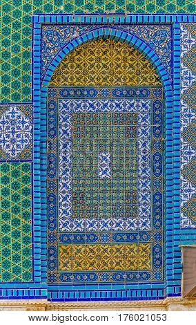 Tiled facade detail on the wall of the Dome of the Rock, an Islamic shrine located on the Temple Mount in the Old City Jerusalem, Israel.
