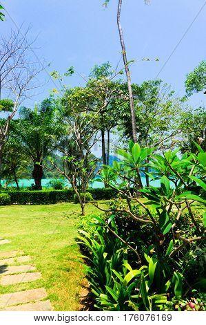 Green Getaway Garden and Sea