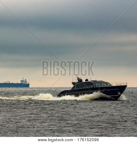 Black Elite Speed Motor Boat