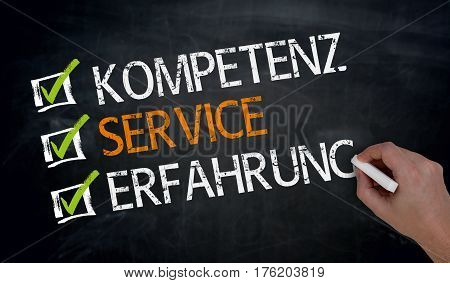Kompetenz Service Erfahrung (in german Competence service experience) is written by hand on blackboard: