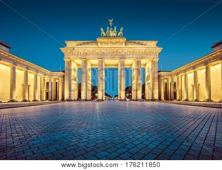 Berlin Brandenburger Tor (brandenburg Gate) In Twilight, Germany