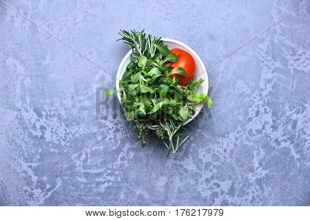 Rosemary, Thyme, Lettuce, Corn Salad And Red Tomato In Bowl