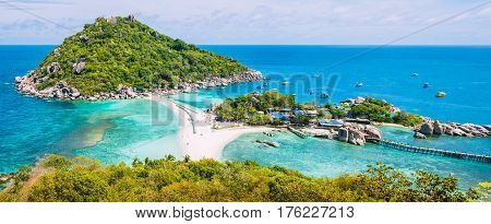 Koh Nangyuan Island on Sunny Day and Beautiful Clear Blue Water, Surat Thani, Thailand.