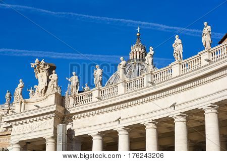St Peter Square Basilica  And Colonnade