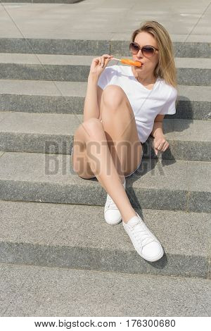Teen with a orange pussy