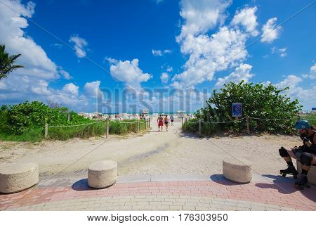 USA, FLORIDA, MIAMI BEACH: NOVEMBER O2, 2016. New walkway to famous South Beach.