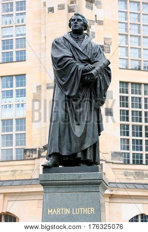 Bronce Statue of Martin Luther in Dresden built by Adolf von Donndorf in 1885.