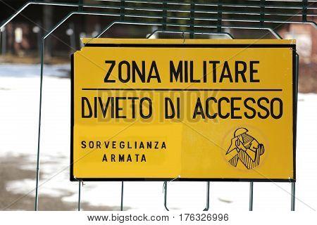 sign ban outside the military area with the inscription ZONA MILITARE DIVIETO DI ACCESSO SORVEGLIANZA ARMATA which means MILITARY AREA PROHIBITION OF ACCESS ARMED SURVEILLANCE in Italian