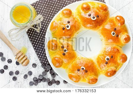 Bear bread buns - funny baking idea homemade honey buns shaped cute pull-apart bear